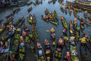 PhotoVivo Bronze Medal - Xiaoqing Zhang (China) <br /> Floating Market