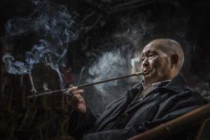 PhotoVivo Gold Medal - Linqun Yuan (China) <br /> Chain Smoker
