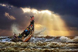 CPC Merit Award - Tong Hu (China) <br /> Fighting The Typhoon