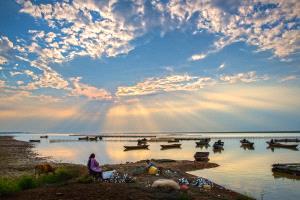 IUP Honor Mention - Zhemin Li (China)  Sunset Fishing Gold