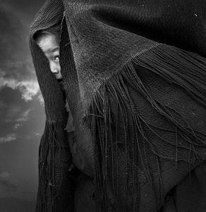 PhotoVivo Honor Mention - Lishu Shu (China) <br /> Embrace