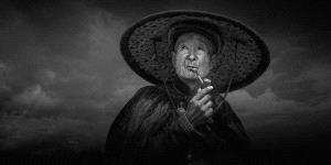 APU Honor Mention e-certificate - Yun Lin (China) <br /> Old Man With Rain hat And Raincoat